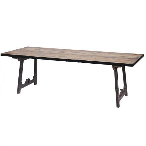 Table en chaise massif posée sur deux chevalets lasurés